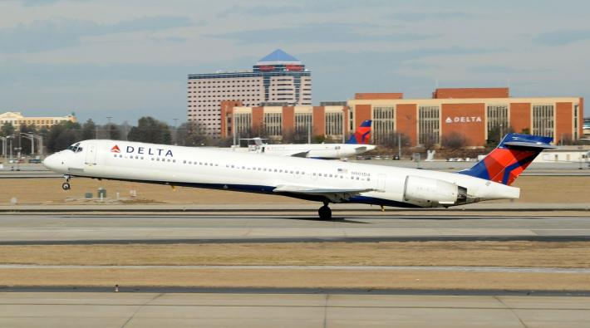 Delta Air Lines MD-90