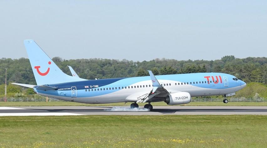 TUI Airways 737-800