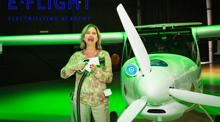 Cora van Nieuwenhuizen E-Flight